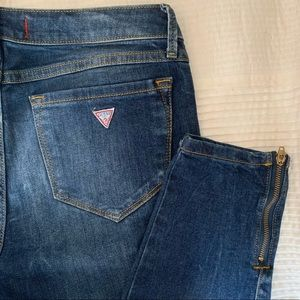 GUESS SKINNY JEANS WITH ANKLE ZIPPER 💙